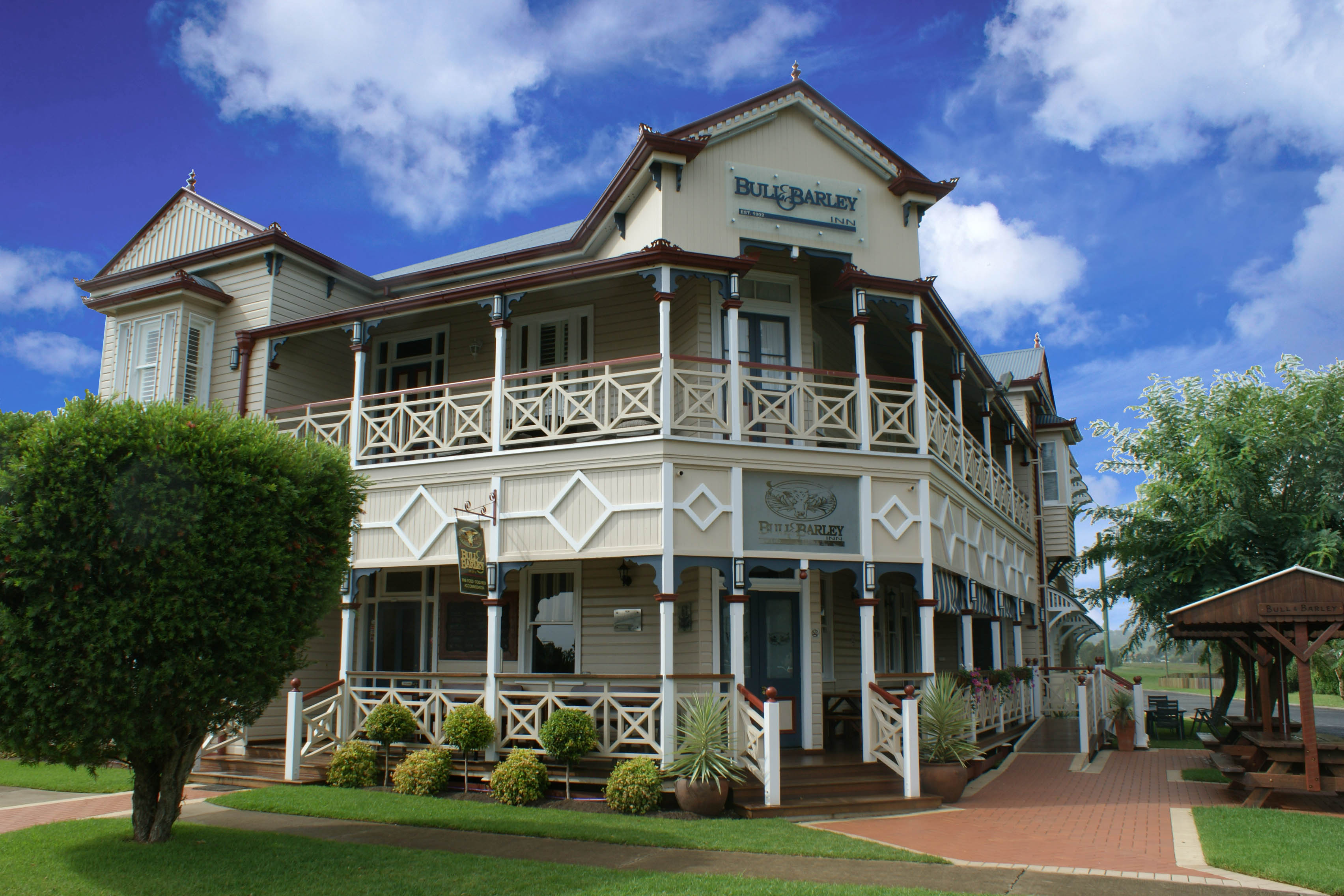 renovated hotel near toowoomba qld for sale. Black Bedroom Furniture Sets. Home Design Ideas