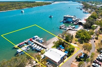 160222 Pelican Boat Hire Noosaville (resized)