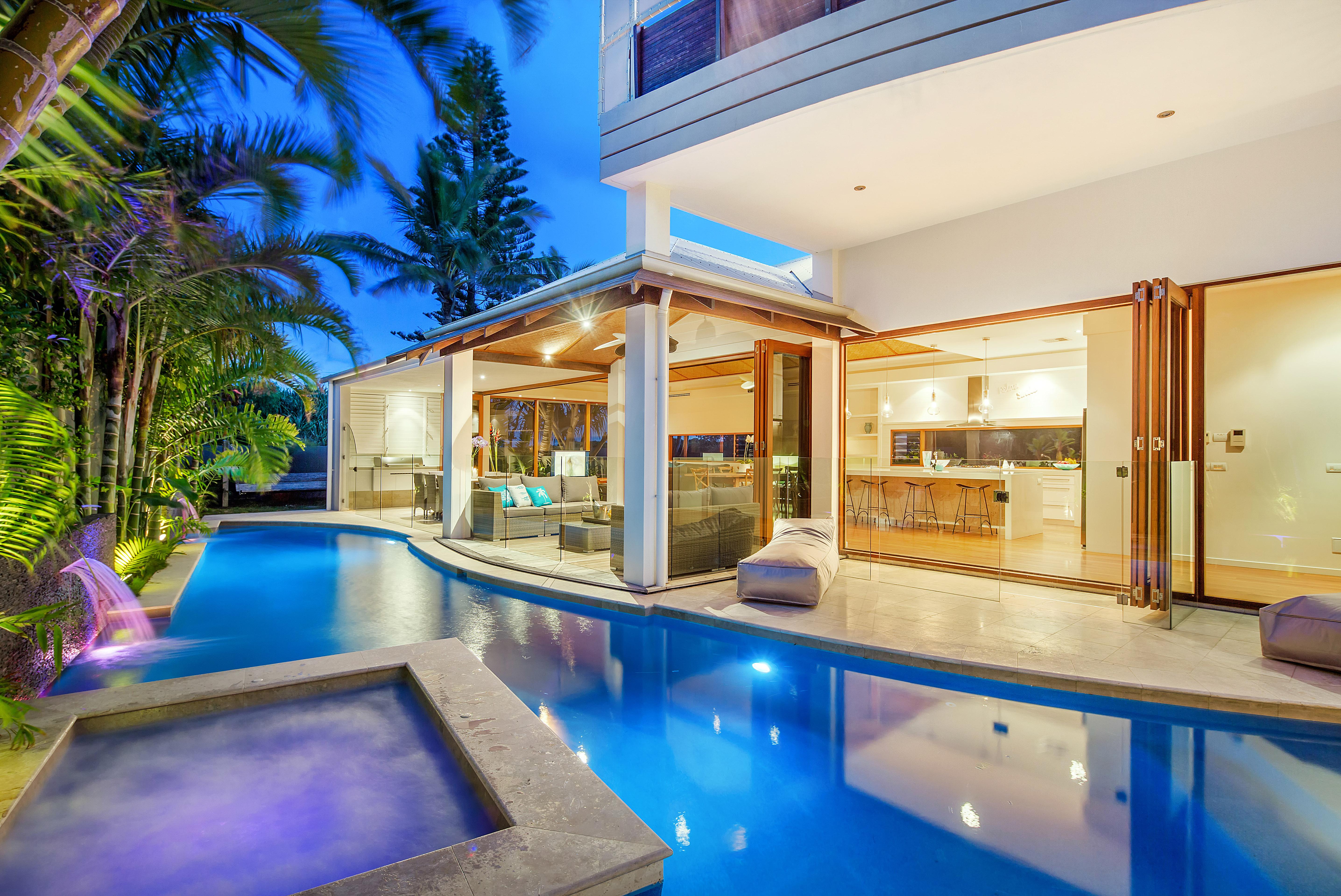 Award winning luxury in noosa for Award winning house plans 2015