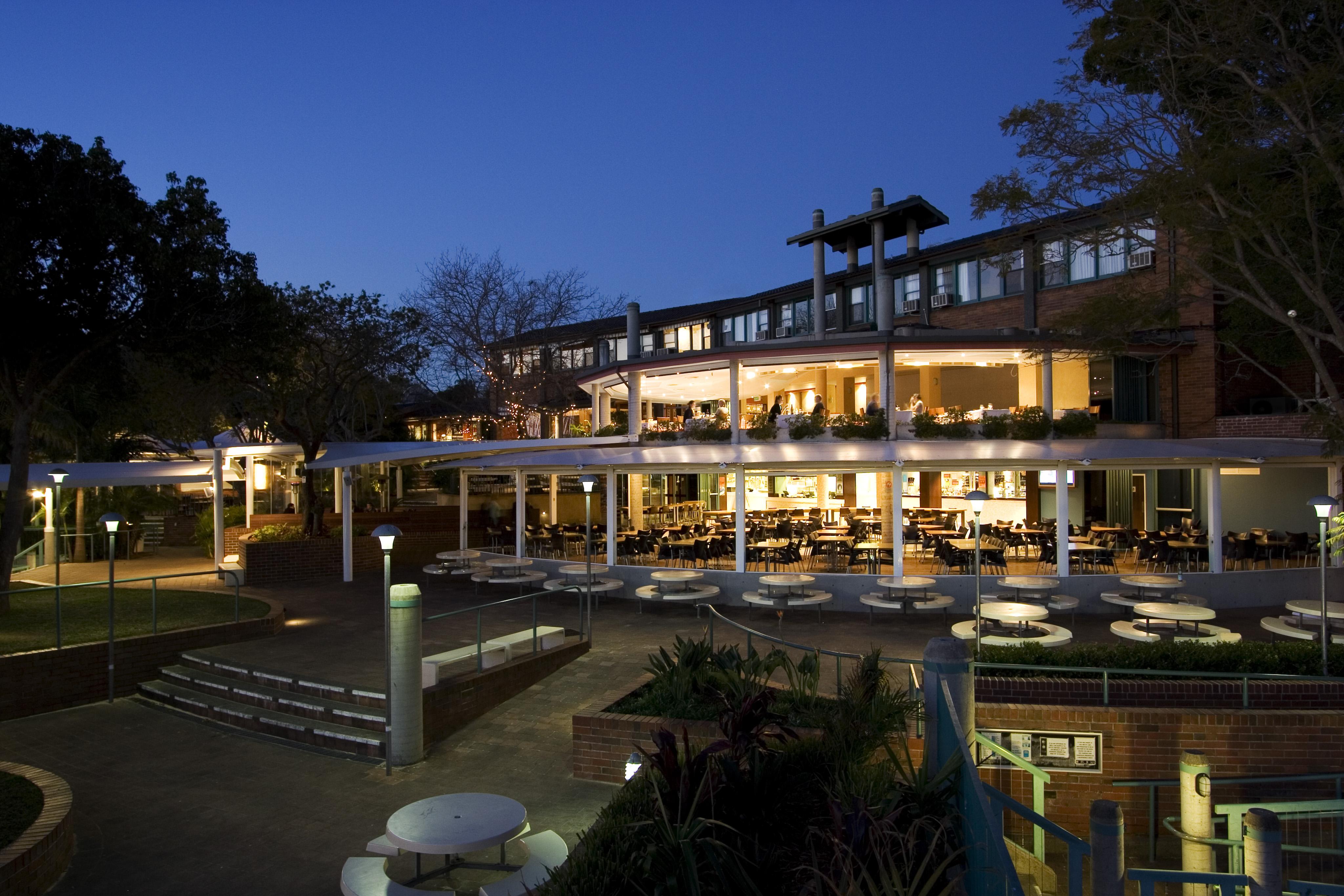 Newport Ams Hotel