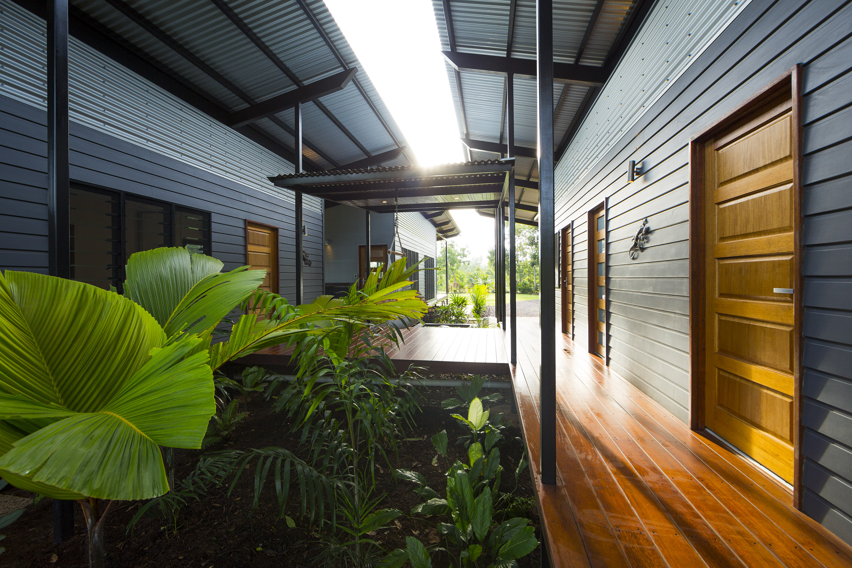 Darwin s inside out house offers ultimate green living for House behind a house designs