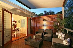 bifold doors - Courtyard ideas