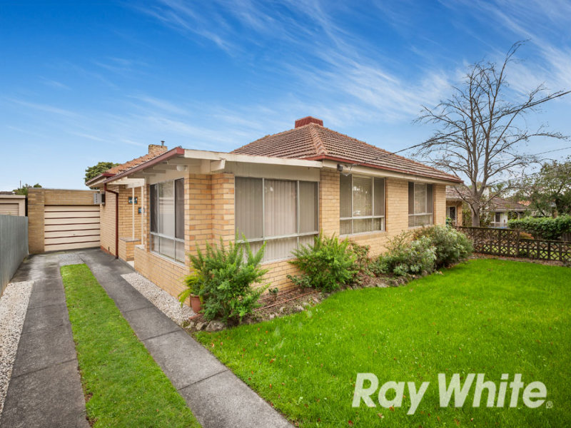 8 Caroline Crescent, Blackburn North