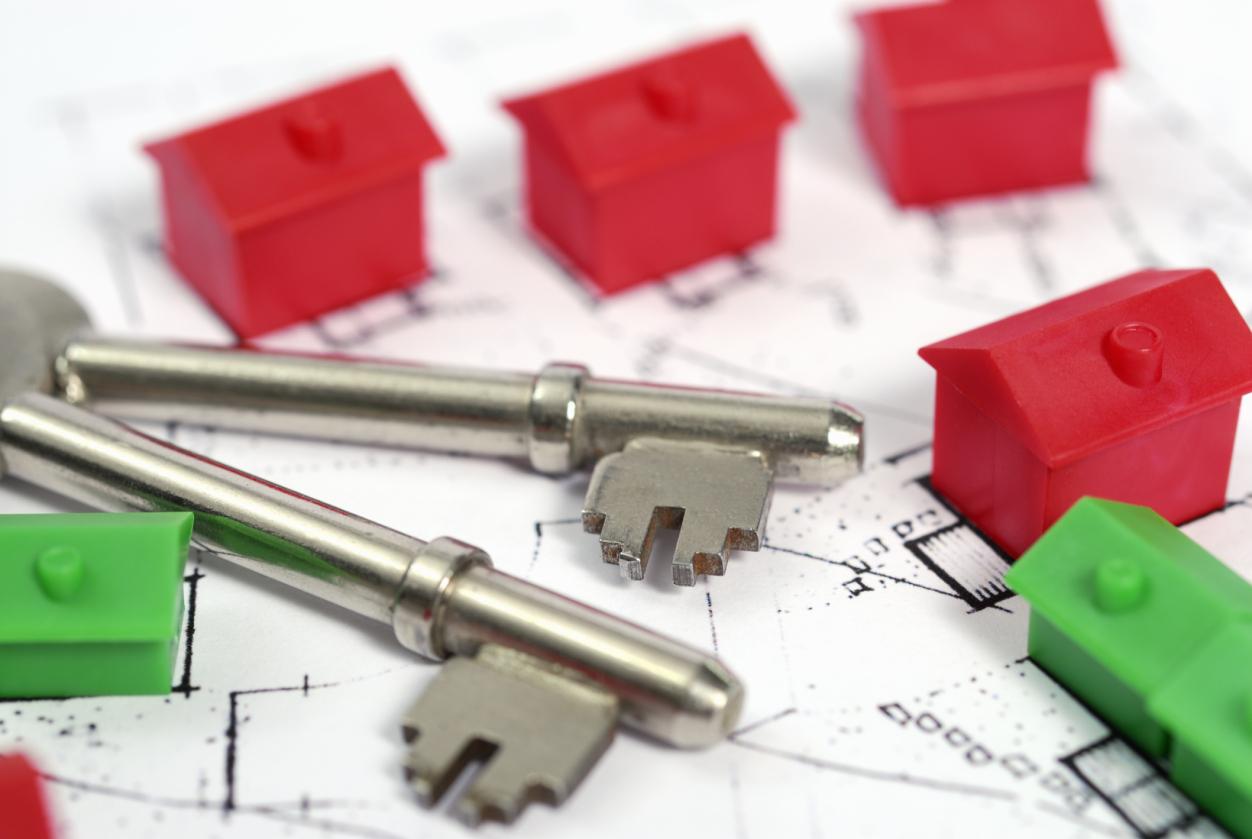 House keys, plan and model houses.