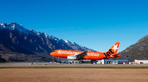 web-Jetstar-landing-at-Queenstown-Airport