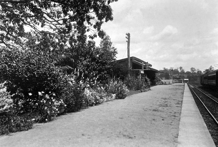 Queensland State Archives 1925 Narangba raliway station 1933.png